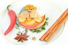 Μαριναρισμένο άλας σκουμπρί με τη Apple και το κρεμμύδι Στοκ φωτογραφία με δικαίωμα ελεύθερης χρήσης