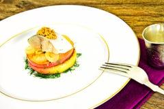 Μαριναρισμένο άλας σκουμπρί με τη Apple και το κρεμμύδι Στοκ Εικόνα