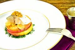 Μαριναρισμένο άλας σκουμπρί με τη Apple και το κρεμμύδι Στοκ Εικόνες