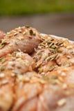 Μαριναρισμένο κοτόπουλο με τον ηλίανθο και τα graines και το μέλι κολοκύθας Στοκ φωτογραφία με δικαίωμα ελεύθερης χρήσης