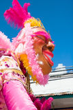 Μαριονέτα καρναβαλιού στο ρόδινο σχεδιάγραμμα Στοκ Εικόνες