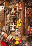 Μαριονέτες αναμνηστικών που κρεμούν στην οδό του Νεπάλ Στοκ εικόνες με δικαίωμα ελεύθερης χρήσης