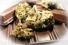 Μαριχουάνα Edibes σοκολάτας με τον οφθαλμό στη σοκολάτα Στοκ φωτογραφία με δικαίωμα ελεύθερης χρήσης