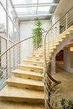 Μαρμάρινα σπειροειδή σκαλοπάτια Στοκ εικόνα με δικαίωμα ελεύθερης χρήσης