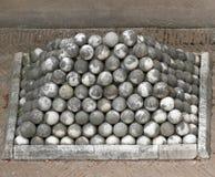 Μαρμάρινες σφαίρες πυροβόλων στον άγγελο Castel ST στη Ρώμη Στοκ εικόνα με δικαίωμα ελεύθερης χρήσης