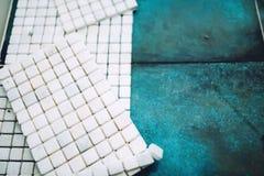 Μαρμάρινη πέτρα, κεραμίδια μωσαϊκών έτοιμα για εγκατάσταση Στοκ εικόνα με δικαίωμα ελεύθερης χρήσης