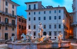 Μαρμάρινη πηγή στην πλατεία Navona, τη νύχτα, Ρώμη, Ιταλία Στοκ φωτογραφία με δικαίωμα ελεύθερης χρήσης