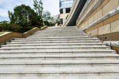 Μαρμάρινη σκάλα και οικοδόμηση τοπικές Στοκ Εικόνα