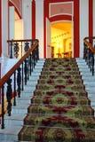 Μαρμάρινη σκάλα με έναν τάπητα Στοκ φωτογραφία με δικαίωμα ελεύθερης χρήσης