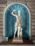 Μαρμάρινο άγαλμα της νέας γυναίκας Artemis Στοκ Εικόνα