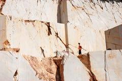 Μαρμάρινο άτομο λατομείων στο μάρμαρο στοκ φωτογραφίες με δικαίωμα ελεύθερης χρήσης