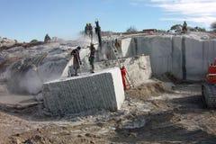 Μαρμάρινο λατομείο στα άτομα της Μαδαγασκάρης στην εργασία Στοκ φωτογραφίες με δικαίωμα ελεύθερης χρήσης