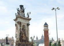 Μαρμάρινο μνημείο γλυπτών και ενετικός πύργος Plaza de Espana, στο εθνικό Μουσείο Τέχνης υποβάθρου, Βαρκελώνη Στοκ φωτογραφία με δικαίωμα ελεύθερης χρήσης