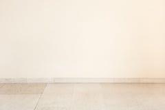 Μαρμάρινο πάτωμα στο κενό δωμάτιο, κενός τοίχος Στοκ εικόνα με δικαίωμα ελεύθερης χρήσης