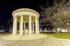 Μαρμάρινο ρομαντικό μνημείο των Σκόπια, Μακεδονία στο τετράγωνο Στοκ Εικόνες