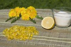 Μαρμελάδα από τα λουλούδια των πικραλίδων στοκ φωτογραφία