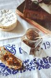 Μαρμελάδα και τυρί ρεβεντιού Στοκ Φωτογραφίες