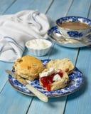 μαρμελάδα κρέμας scones Στοκ εικόνες με δικαίωμα ελεύθερης χρήσης
