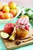 Μαρμελάδα μήλων στο βάζο Στοκ φωτογραφίες με δικαίωμα ελεύθερης χρήσης