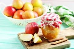 Μαρμελάδα μήλων στο βάζο Στοκ εικόνα με δικαίωμα ελεύθερης χρήσης
