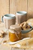 Μαρμελάδα, μπισκότα και καφές της Apple με το γάλα Στοκ φωτογραφίες με δικαίωμα ελεύθερης χρήσης