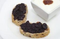 Μαρμελάδα στις φέτες του ψωμιού Στοκ Εικόνες