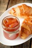 Μαρμελάδα της Apple και croissants Στοκ φωτογραφία με δικαίωμα ελεύθερης χρήσης