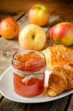 Μαρμελάδα της Apple και croissants Στοκ Εικόνες