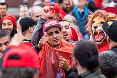 Μαροκινοί οπαδοί ποδοσφαίρου πριν από την αντιστοιχία με την Ισπανία Στοκ εικόνες με δικαίωμα ελεύθερης χρήσης