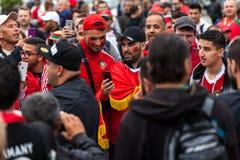 Μαροκινοί οπαδοί ποδοσφαίρου πριν από την αντιστοιχία με την Ισπανία Στοκ Φωτογραφία
