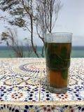 Μαροκινό παραδοσιακό τσάι μεντών στοκ φωτογραφία