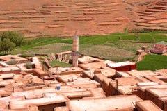 ΜΑΡΟΚΟ: Χωριό Amassine στα βουνά ατλάντων με την αρχιτεκτονική Berber Στοκ Εικόνες