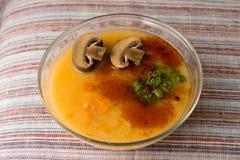 Μαρούλι σε ένα πιάτο Στοκ φωτογραφίες με δικαίωμα ελεύθερης χρήσης
