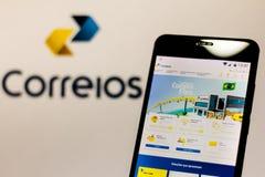 """10 Μαρτίου 2019, Βραζιλία Αρχική σελίδα της """"βραζιλιάνας επιχείρησης των ταχυδρομείων και των τηλέγραφων """"στην οθόνη της κινητής  στοκ φωτογραφίες με δικαίωμα ελεύθερης χρήσης"""