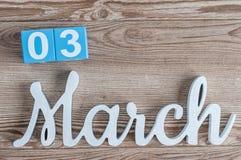 3 Μαρτίου Ημέρα 3 του μήνα Μαρτίου, καθημερινό ημερολόγιο στο ξύλινο επιτραπέζιο υπόβαθρο με το χαρασμένο κείμενο Ο χρόνος άνοιξη Στοκ φωτογραφίες με δικαίωμα ελεύθερης χρήσης