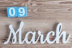9 Μαρτίου Ημέρα 9 του μήνα Μαρτίου, καθημερινό ημερολόγιο στο ξύλινο επιτραπέζιο υπόβαθρο με το χαρασμένο κείμενο Ο χρόνος άνοιξη Στοκ εικόνες με δικαίωμα ελεύθερης χρήσης