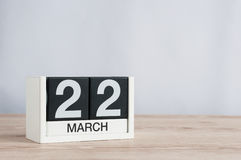 22 Μαρτίου Ημέρα 22 του μήνα, ξύλινο ημερολόγιο στο ελαφρύ υπόβαθρο Χρόνος άνοιξη, κενό διάστημα για το κείμενο Στοκ Εικόνες