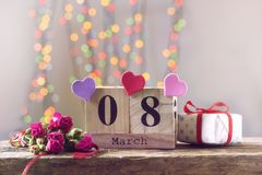 8 Μαρτίου, ξύλινο ημερολόγιο, ευτυχής ημέρα γυναικών ` s Στοκ εικόνα με δικαίωμα ελεύθερης χρήσης