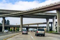 19 Μαρτίου 2019 Σαν Ντιέγκο/ασβέστιο/ΗΠΑ - ανταλλαγή αυτοκινητόδρομων σε νότια Καλιφόρνια στοκ εικόνες