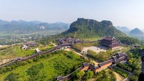 28 Μαρτίου 2017: Bai à inh πνευματικός και πολιτιστικός σύνθετος ναών  είναι ένα συγκρότημα των βουδιστικών ναών Bai Dinh στοκ εικόνες με δικαίωμα ελεύθερης χρήσης