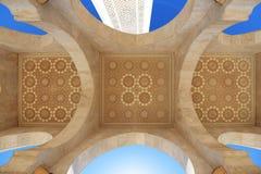 Μαρόκο Arcade και ανώτατο όριο του Χασάν ΙΙ μουσουλμανικό τέμενος στη Καζαμπλάνκα Στοκ Εικόνες