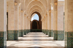 Μαρόκο Arcade του Χασάν ΙΙ μουσουλμανικό τέμενος στη Καζαμπλάνκα Στοκ φωτογραφία με δικαίωμα ελεύθερης χρήσης