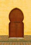 Μαρόκο, Meknes, ισλαμική σχηματισμένη αψίδα πόρτα Στοκ Εικόνα