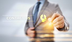 Μας ελάτε σε επαφή με έννοια επικοινωνίας πελατών Πιέζοντας κουμπί επιχειρηματιών στην οθόνη διανυσματική απεικόνιση