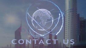 Μας ελάτε σε επαφή με κείμενο με το τρισδιάστατο ολόγραμμα του πλανήτη Γη ενάντια στο σκηνικό της σύγχρονης μητρόπολης ελεύθερη απεικόνιση δικαιώματος
