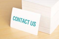 Μας ελάτε σε επαφή με επαγγελματικές κάρτες Στοκ φωτογραφία με δικαίωμα ελεύθερης χρήσης