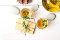 Μασάζ ή aromatherapy σύνολο: πετρέλαιο, πέτρες και σαπούνι Στοκ φωτογραφία με δικαίωμα ελεύθερης χρήσης