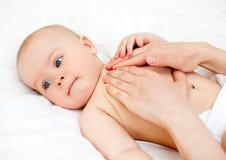 μασάζ μωρών στοκ εικόνες