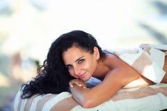 Μασάζ SPA Κινηματογράφηση σε πρώτο πλάνο της όμορφης υγιούς ευτυχούς χαμογελώντας γυναίκας Γερμανία Στοκ εικόνα με δικαίωμα ελεύθερης χρήσης