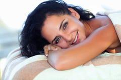 Μασάζ SPA Κινηματογράφηση σε πρώτο πλάνο της όμορφης υγιούς ευτυχούς χαμογελώντας γυναίκας Γερμανία Στοκ φωτογραφία με δικαίωμα ελεύθερης χρήσης
